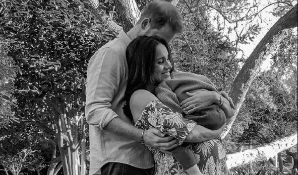 Fans React To New Family Photo Of Pregnant Meghan And Harry - SurgeZirc UK