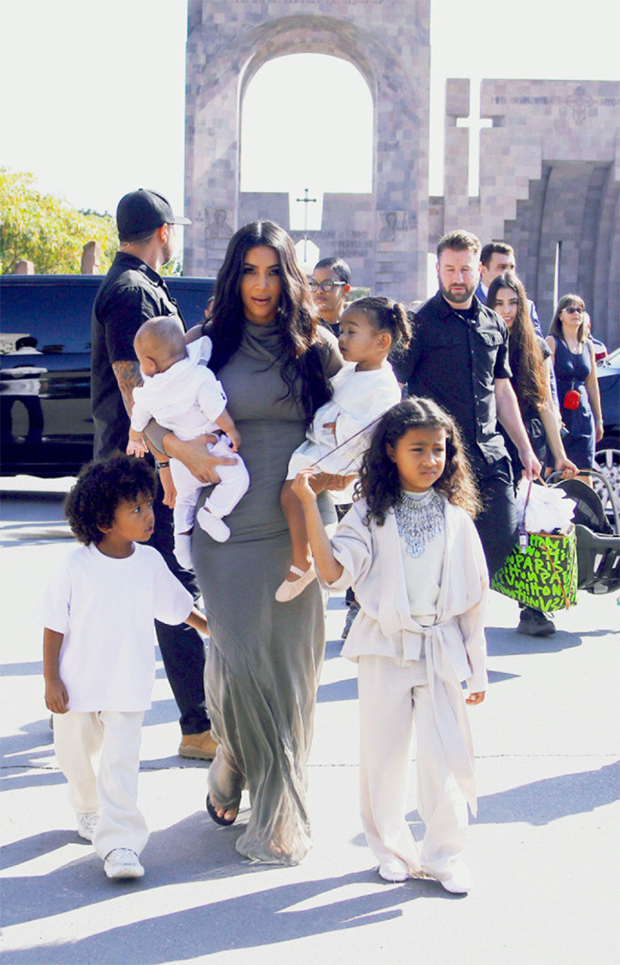 Kim Kardashian Stages 'Pizza Party' For North & Saint After Unfortunate Split With Kanye West - SurgeZirc UK