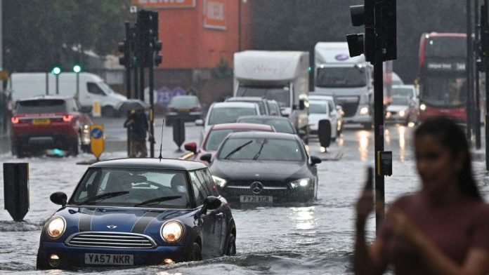 Flooded London hospitals ask patients to stay away