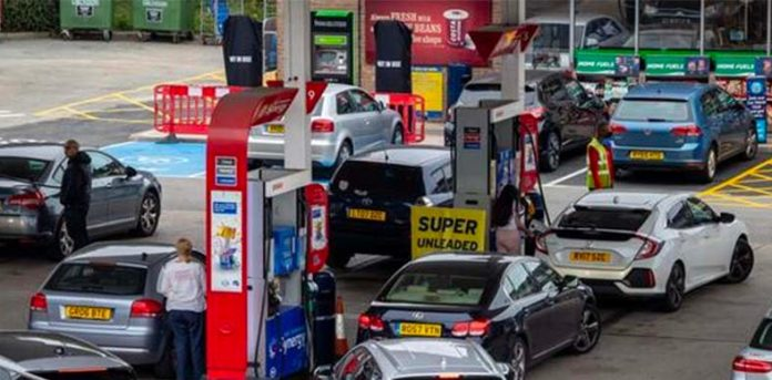 Fuel crisis: The British government deploys troops for emergency response.